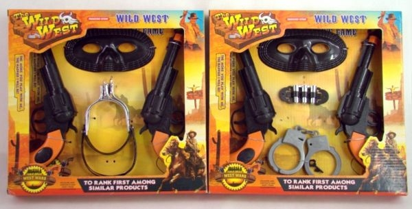 Gift Corral Double Pistols with Holsters and Masks